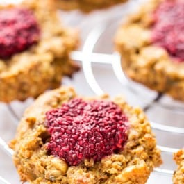 PB + J QUINOA BREAKFAST COOKIES -- a healthy way to start the day with a classic flavor combination [vegan]