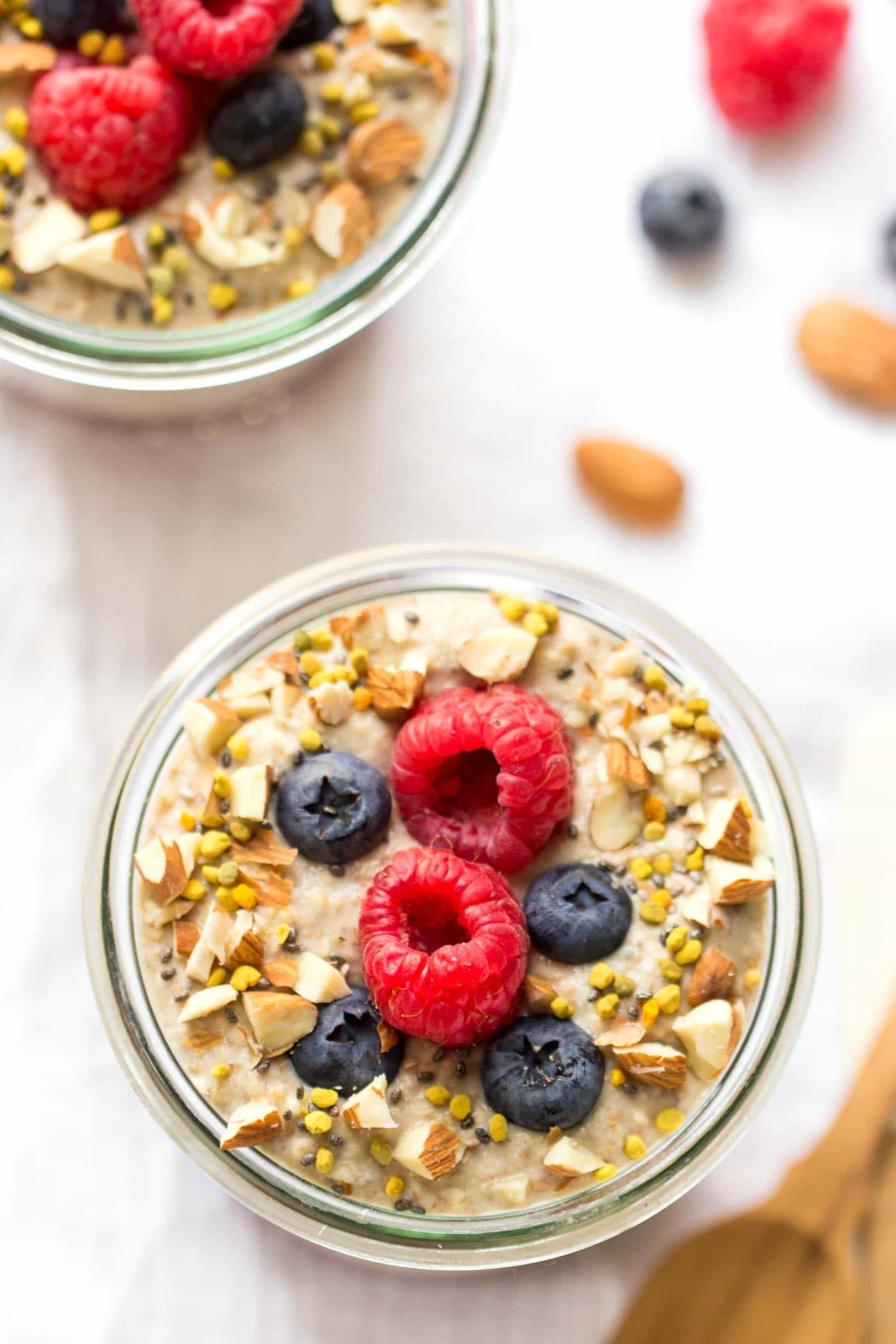 This AMAZING quinoa porridge is completely raw but totally delicious - packed with fiber, protein and low in sugar!
