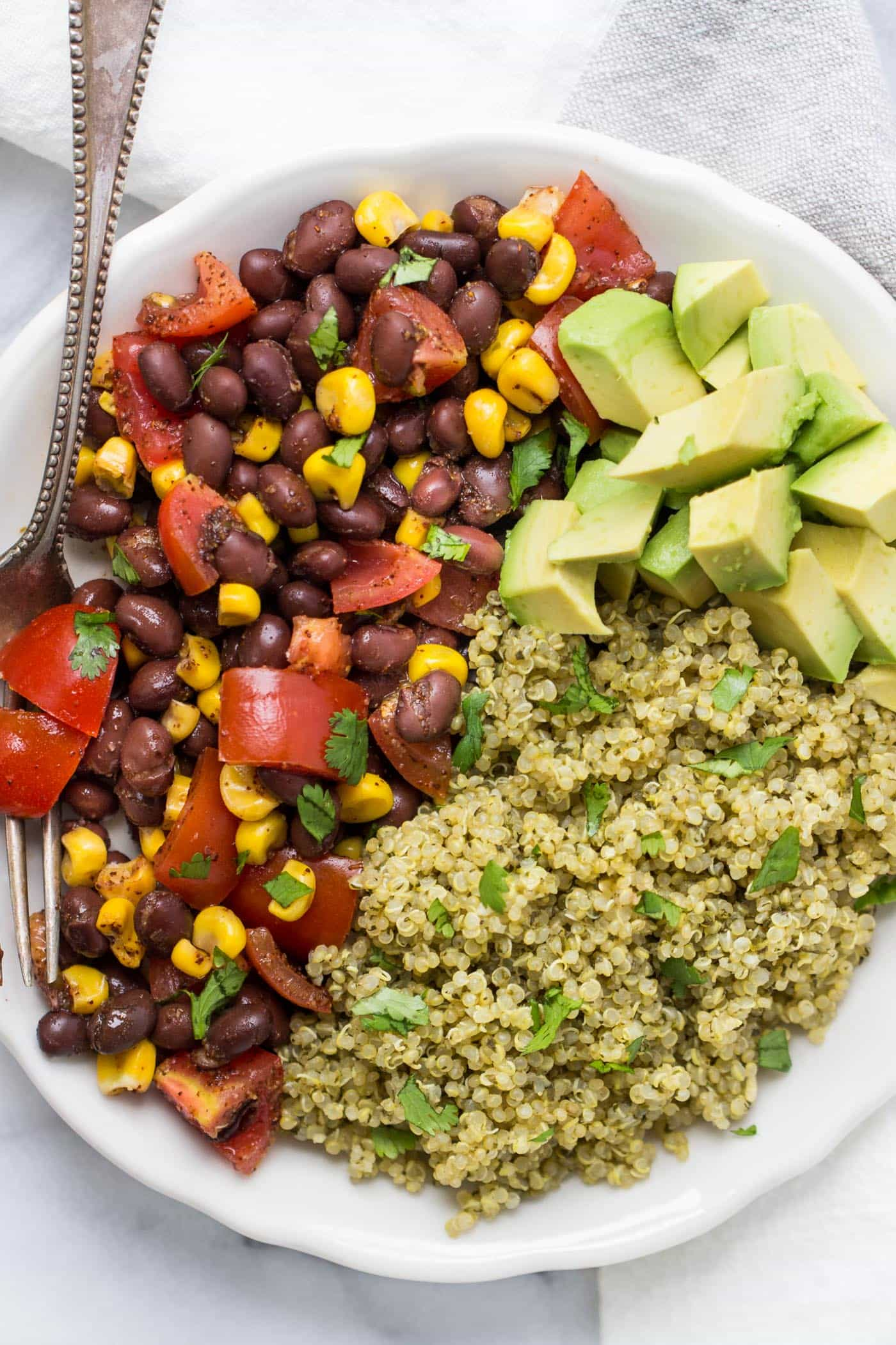 SPICY GREEN MEXICAN QUINOA -- the perfect side dish to your favorite Mexican meal!