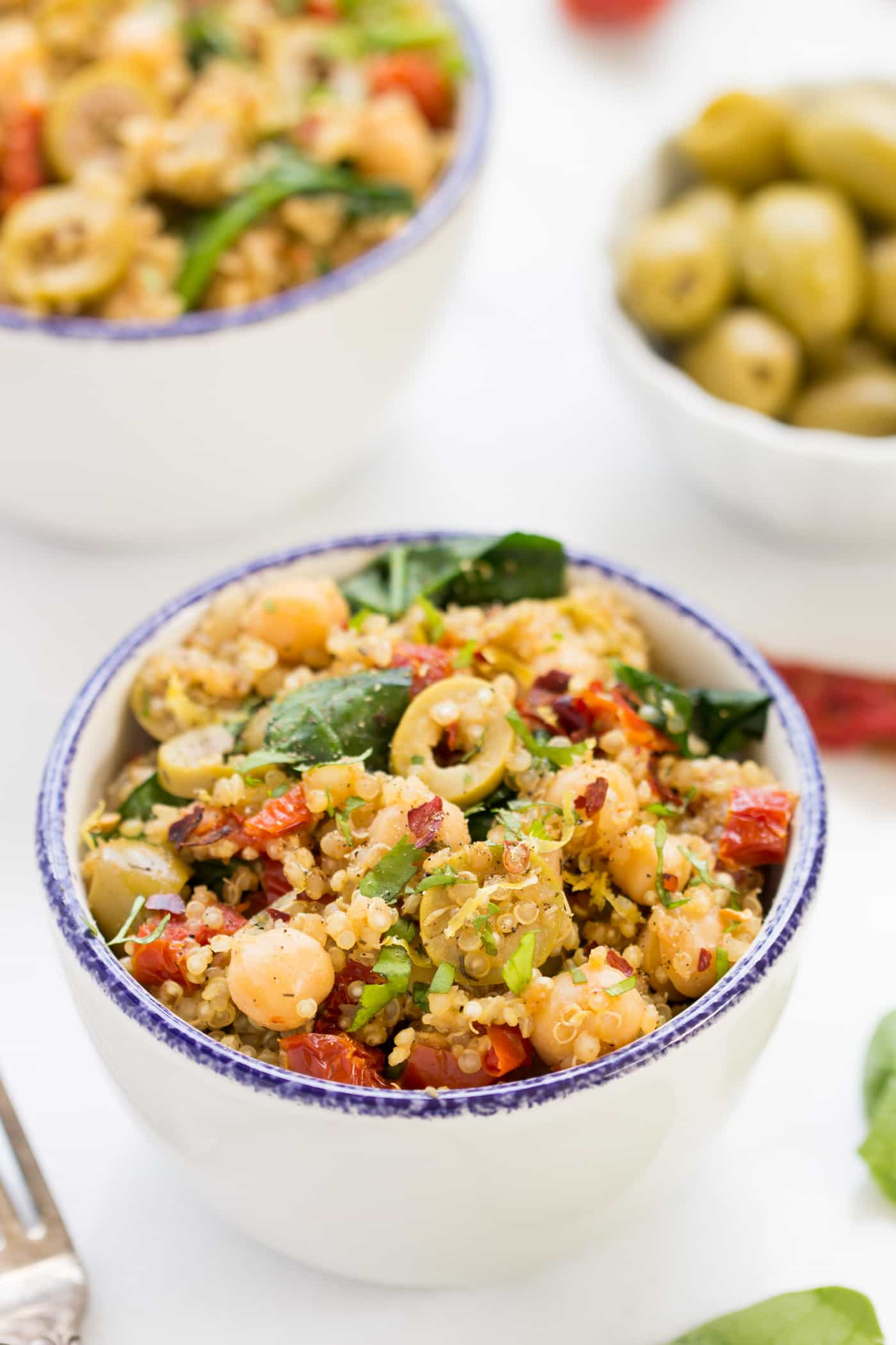 mediterranean quinoa with spinach and chickpeas