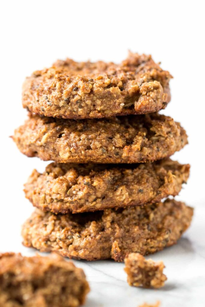 Snickerdoodle Quinoa Breakfast Cookies -- a healthy spin on a classic cookie, reimagined to be totally worthy of breakfast!