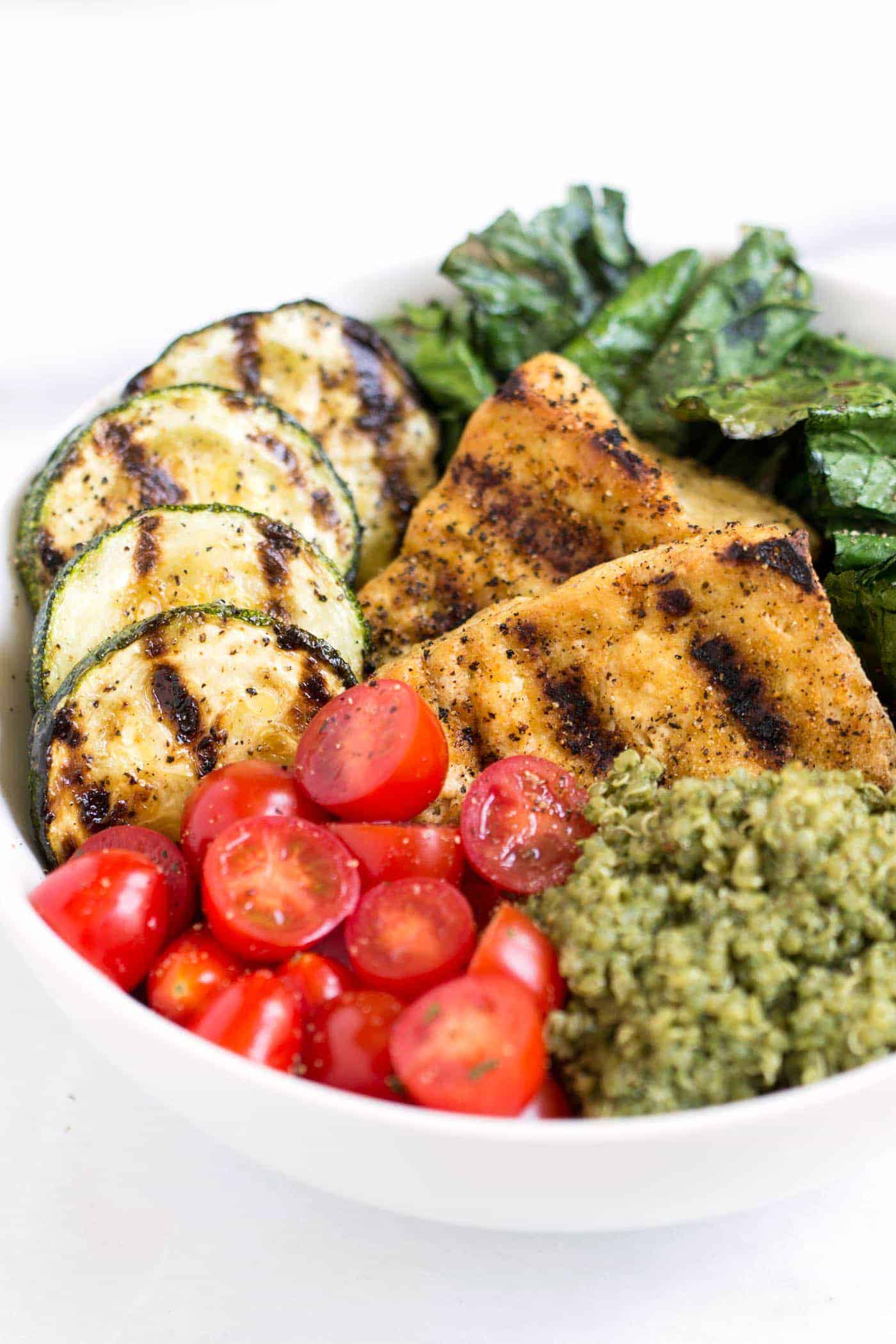 Pesto Quinoa Salad Bowls with grilled tofu and grilled veggies -- a quick, easy and healthy dinner!