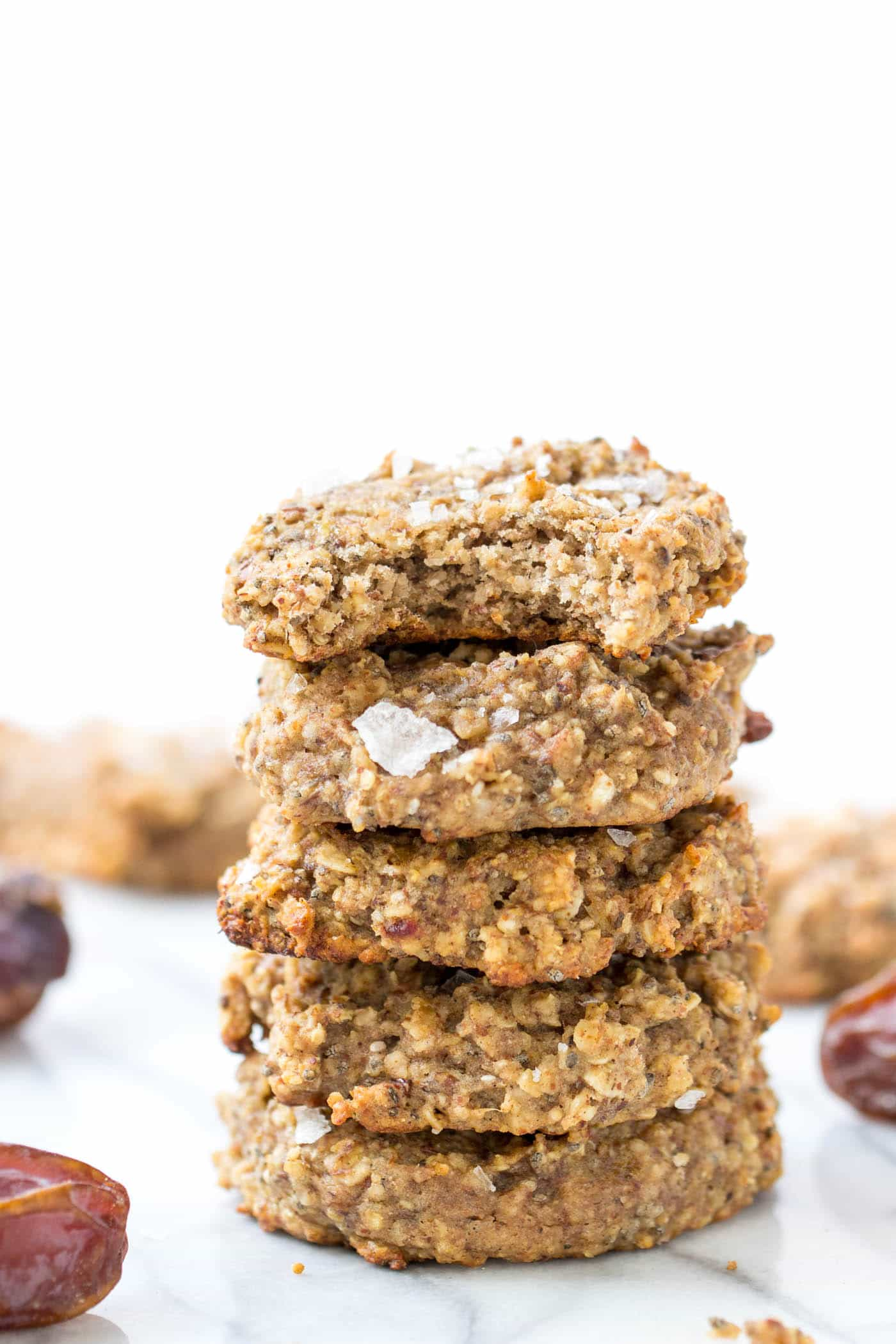 SEA SALT + DATE BREAKFAST COOKIES...with quinoa, oats, banana, almond butter + more! Naturally gluten-free, dairy-free, refined sugar-free AND vegan!