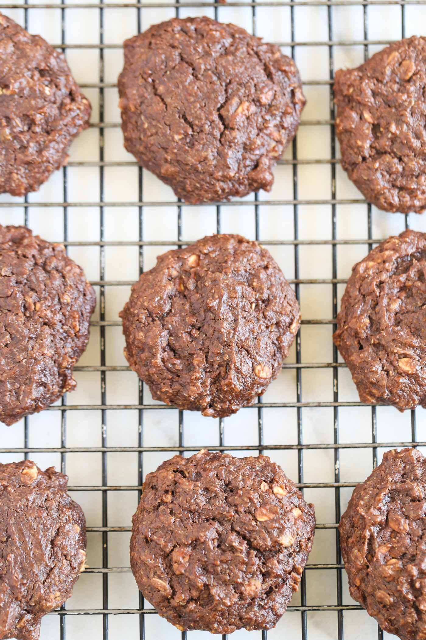 Chocolate Peanut Butter Quinoa Breakfast Cookies -- they taste like brownies but are healthy and nutritious! The PERFECT way to start the day!