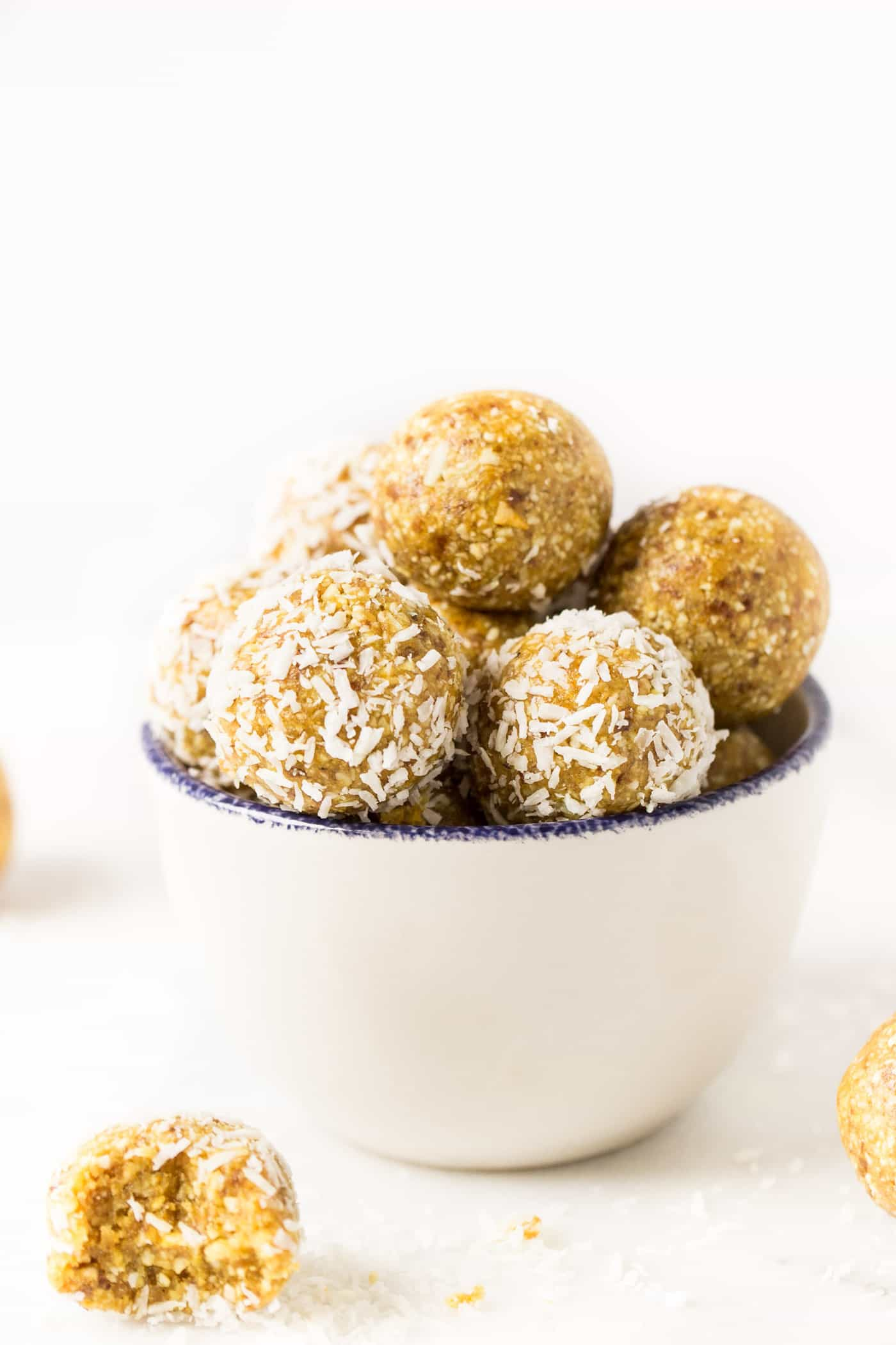 Mango Coconut Energy Balls -- only 6 ingredients, easy to make and taste like the tropics!