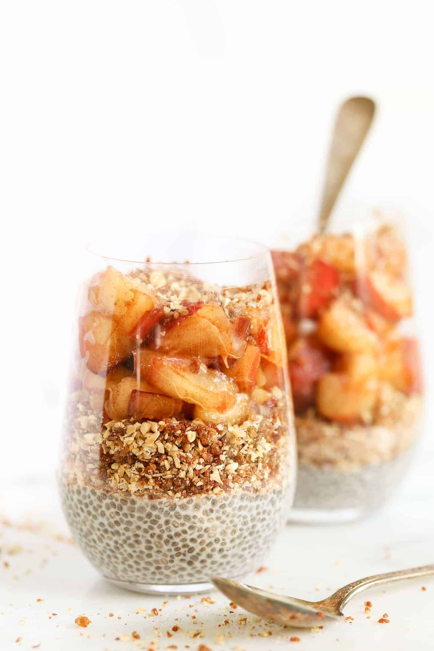 PEACH PIE BREAKFAST PARFAITS -- with a base of chia pudding, then a oat-pecan crumble and fresh peaches!