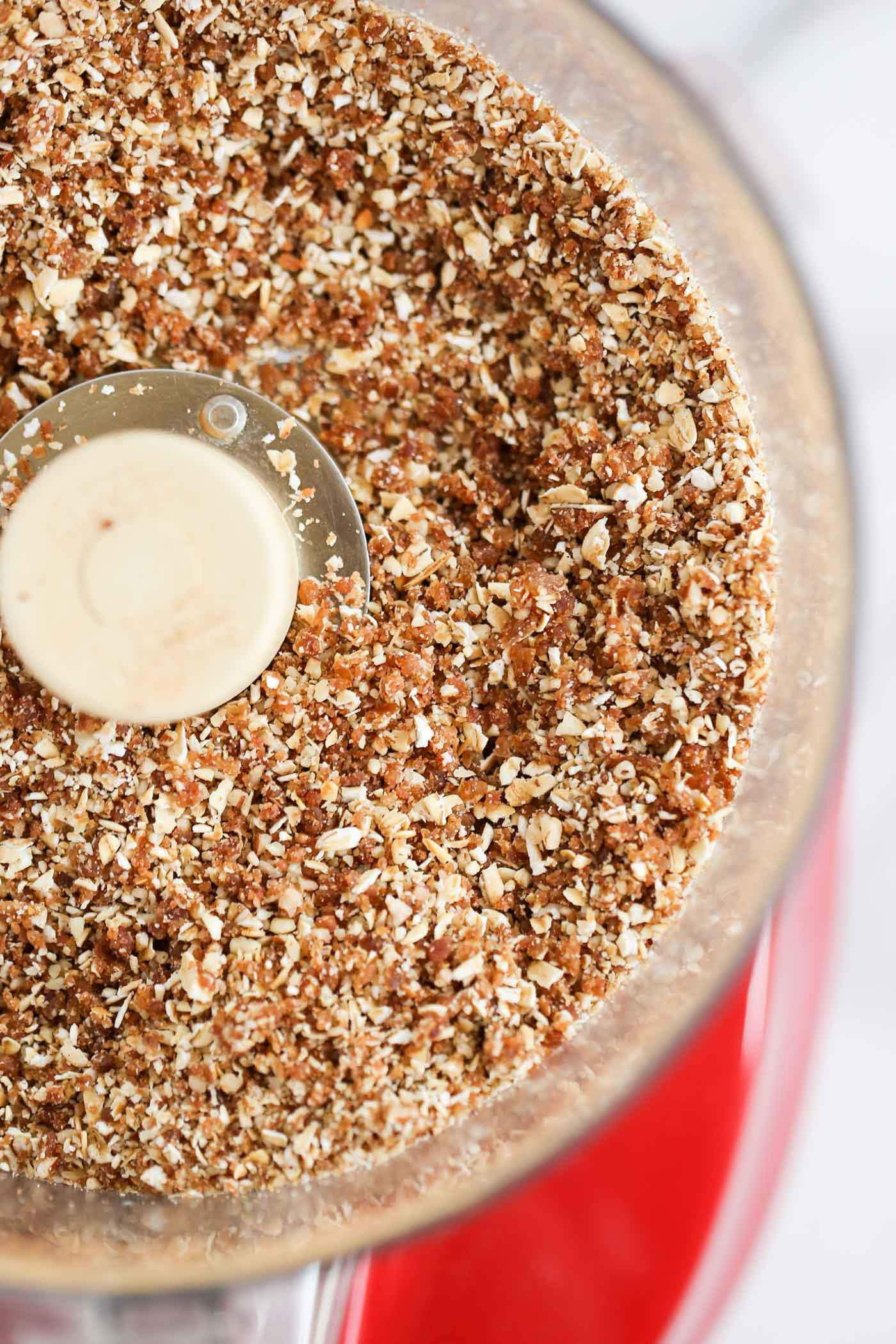 The PERFECT oat-pecan crumble topping -- used on top of yogurt, in a breakfast parfait or even on top of a smoothie bowl!