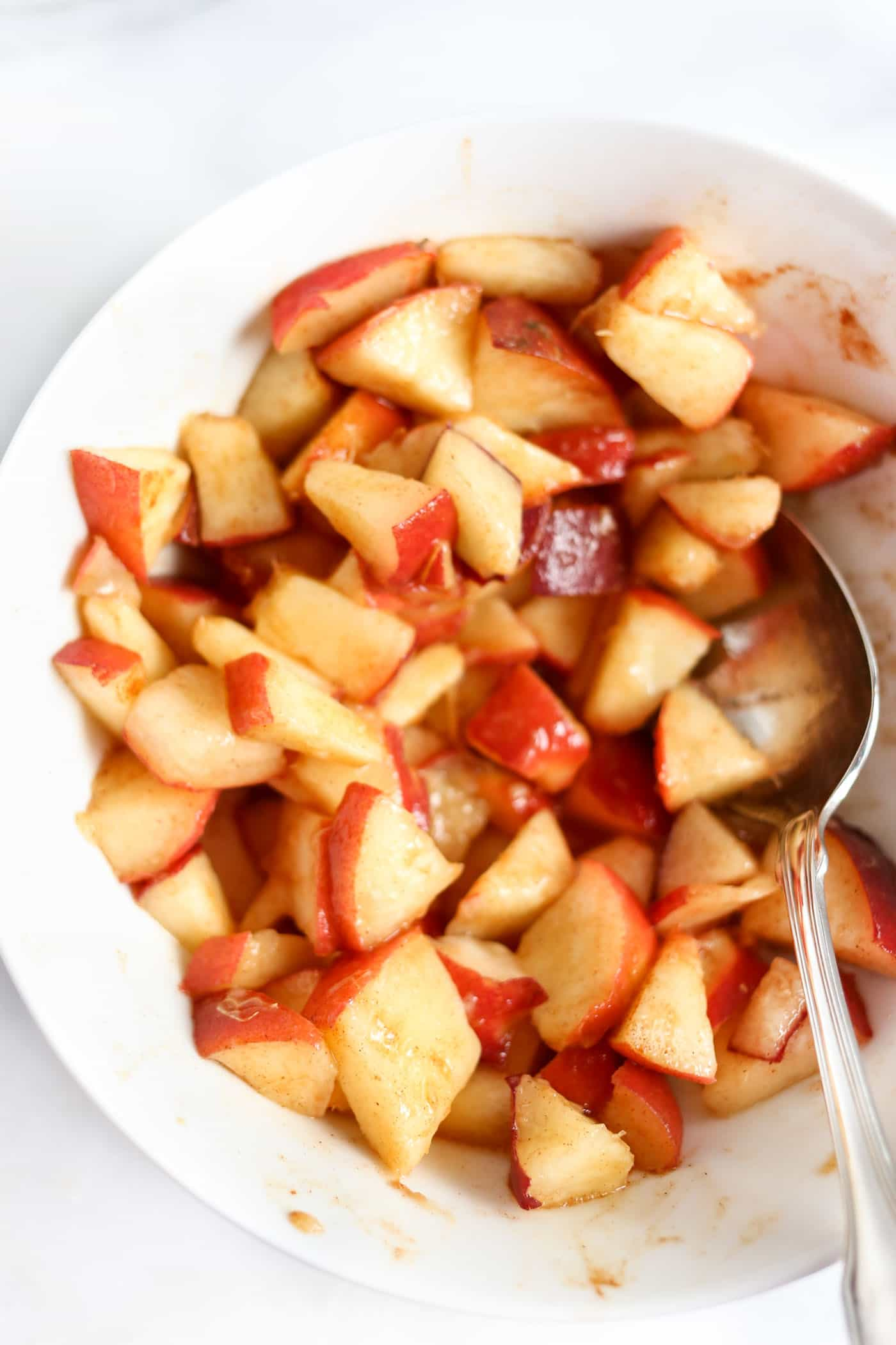 Cinnamon is all you need to make the perfect marinated peaches!