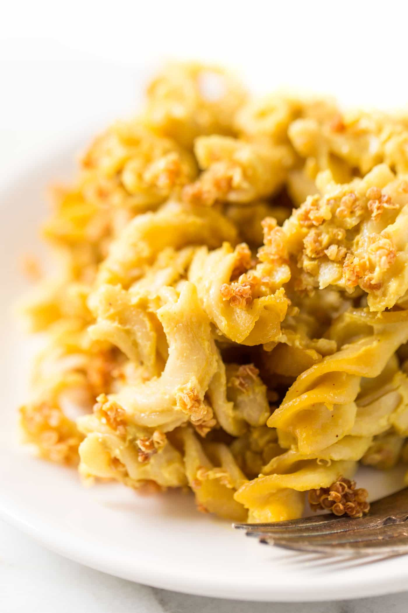 This is THE BEST vegan mac and cheese recipe ever! So simple to make, packed with nutrients and delicious!