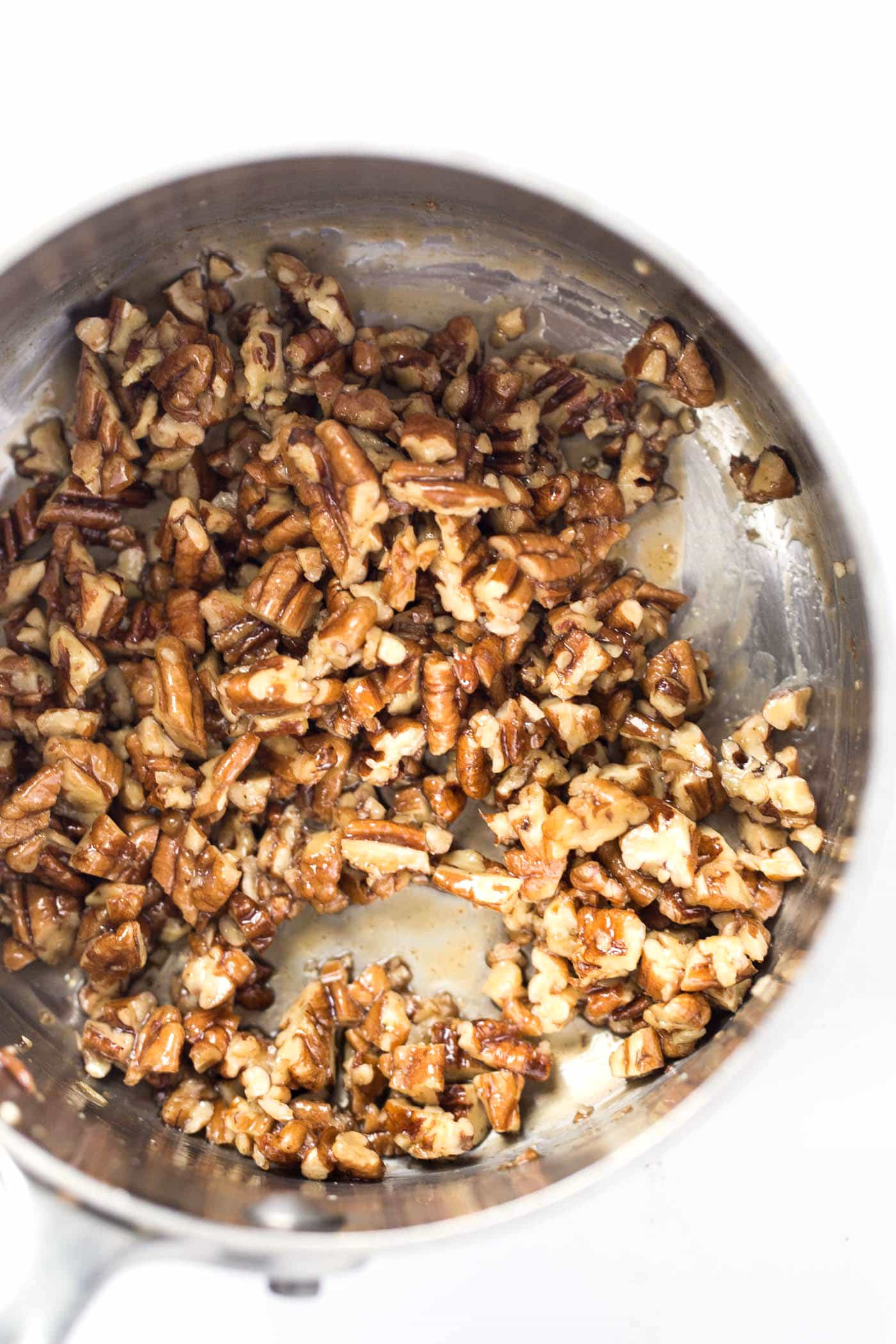 2-ingredient caramelized pecans...using maple syrup!