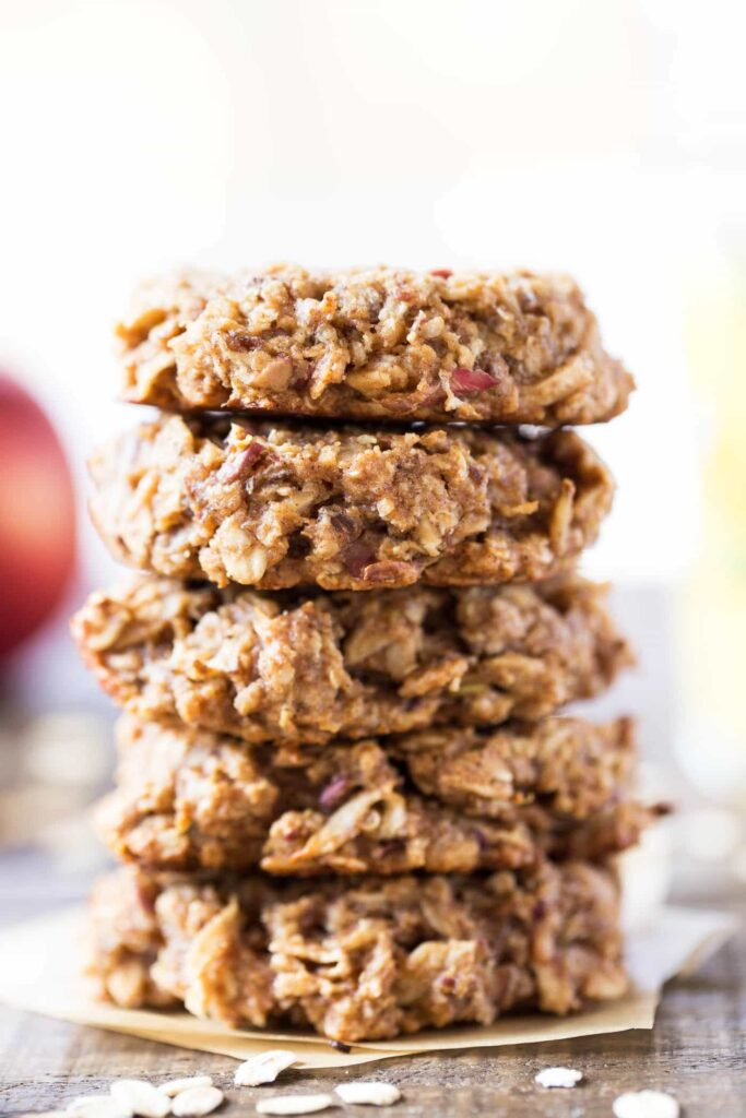 Apple Pie Quinoa Breakfast Cookies -- sweetened with maple syrup, packed with fiber & healthy fats!