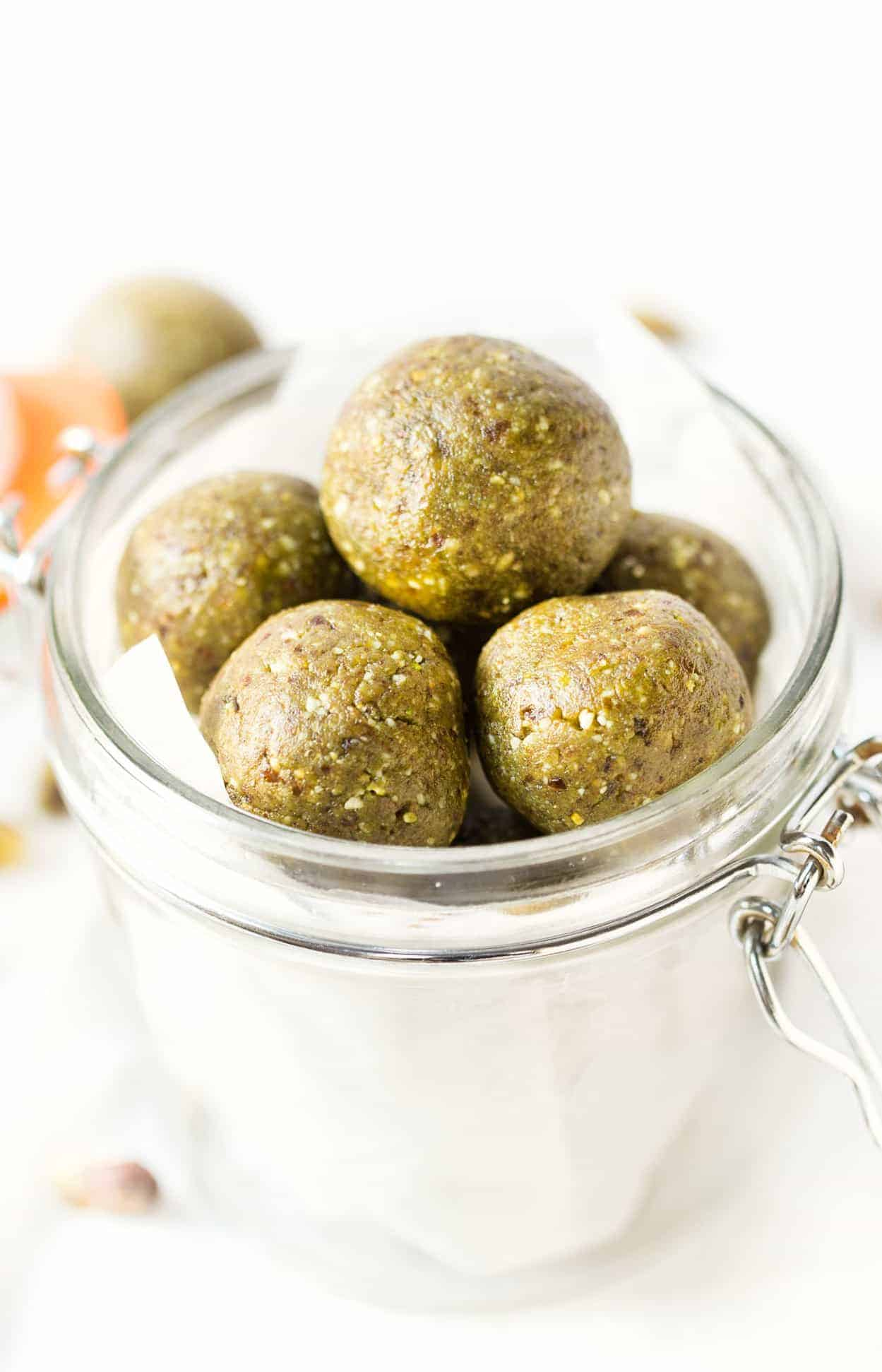 Matcha Protein Balls >> packed with healthy fats, plant-based proteins and natural sweeteners, these are the ULTIMATE healthy snack!