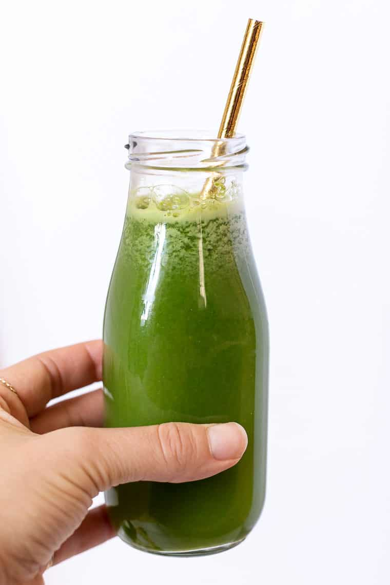 the best green juice with lemon + ginger
