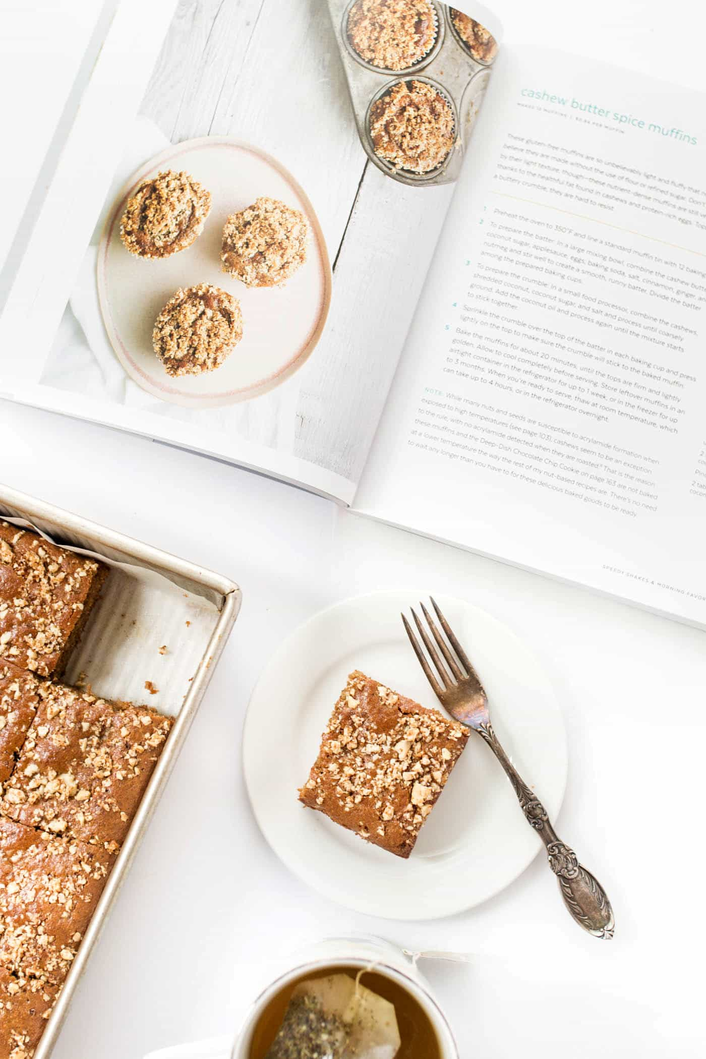 My newest dessert obsession >>> these cashew butter crumb bars are LEGIT. Super light and fluffy, sweetened without any refined sugar, no oils and NO FLOUR!