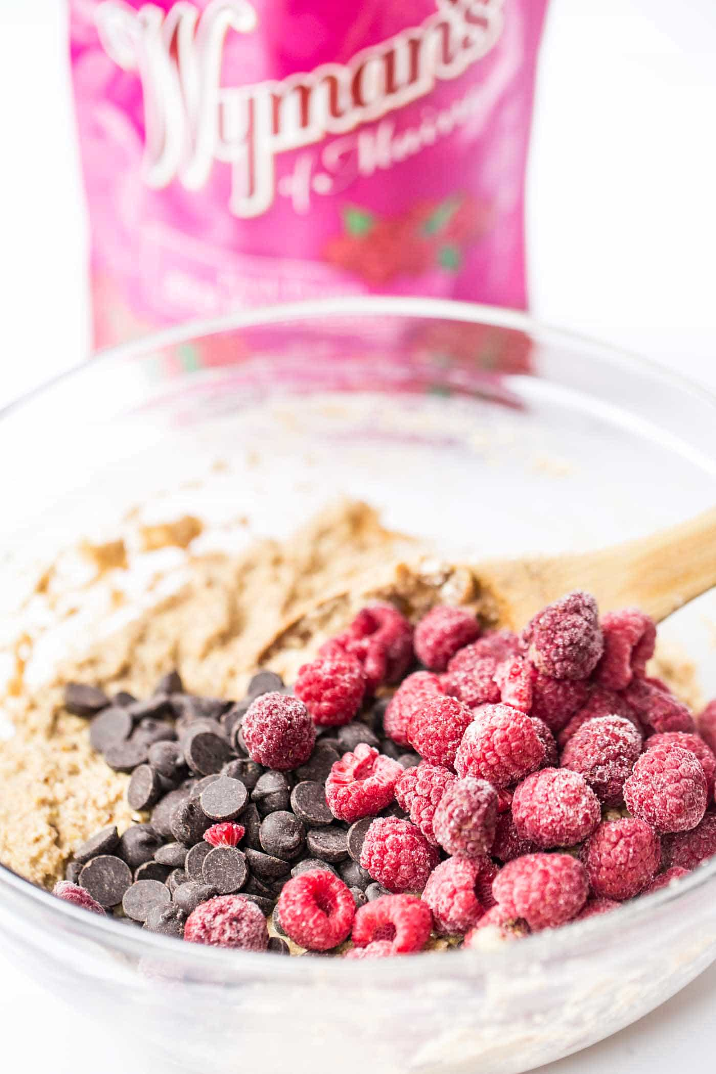How to make SKINNY Raspberry Chocolate Chip Quinoa Muffins with 100% pure and healthy ingredients!