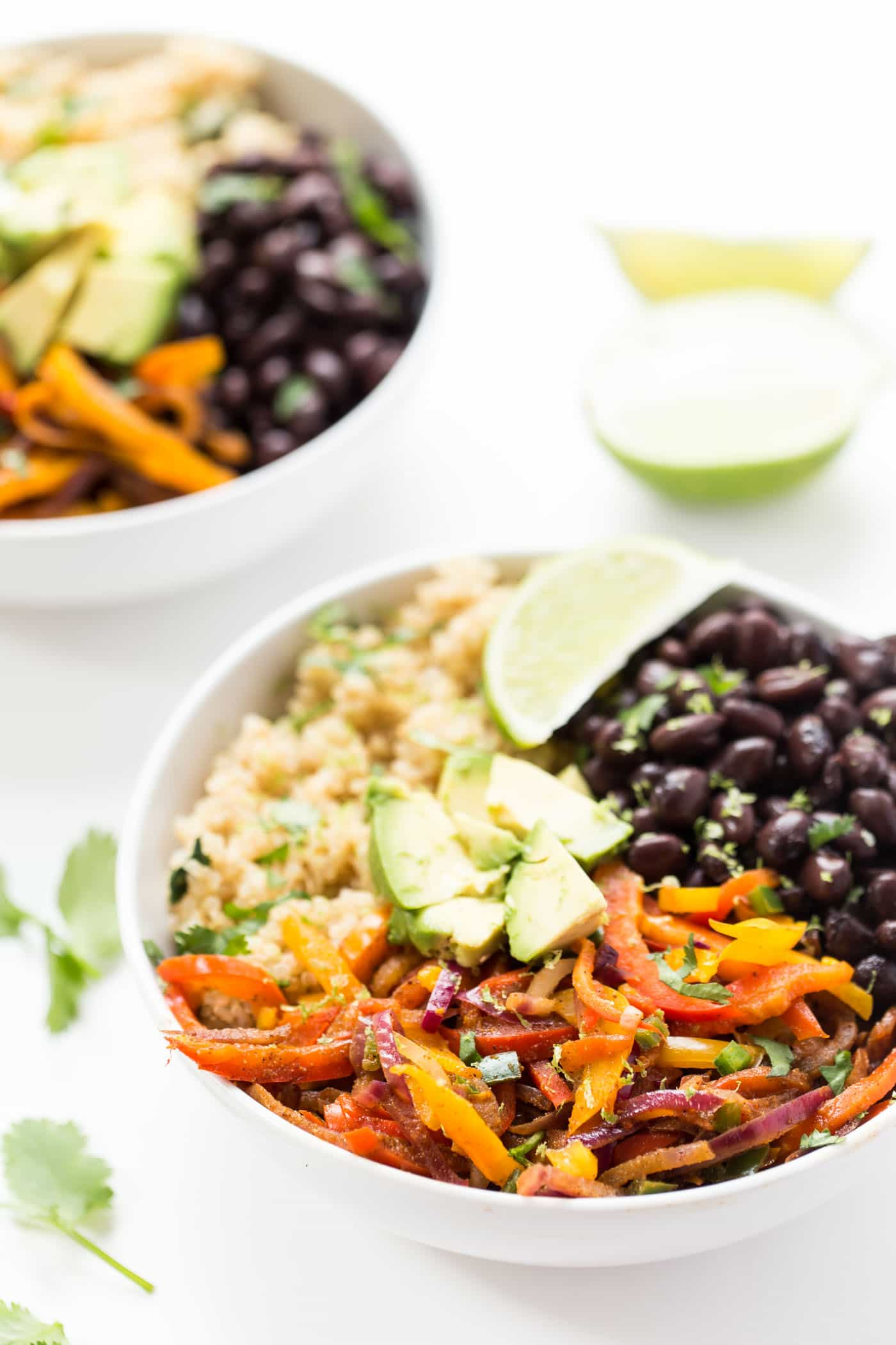 Black Bean Quinoa Fajita Bowls -- ready in just 20 minutes, this meatless meal is packed with protein, veggies and healthy carbs!