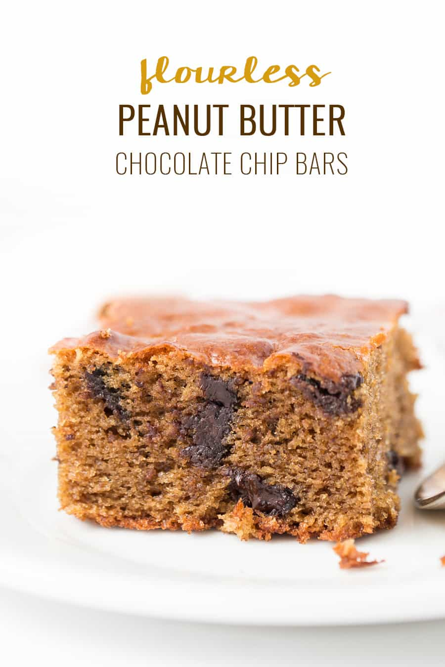 These FLOURLESS Peanut Butter Chocolate Chip Bars are made in just one bowl, with 8 ingredients! [gluten-free + refined sugar-free]
