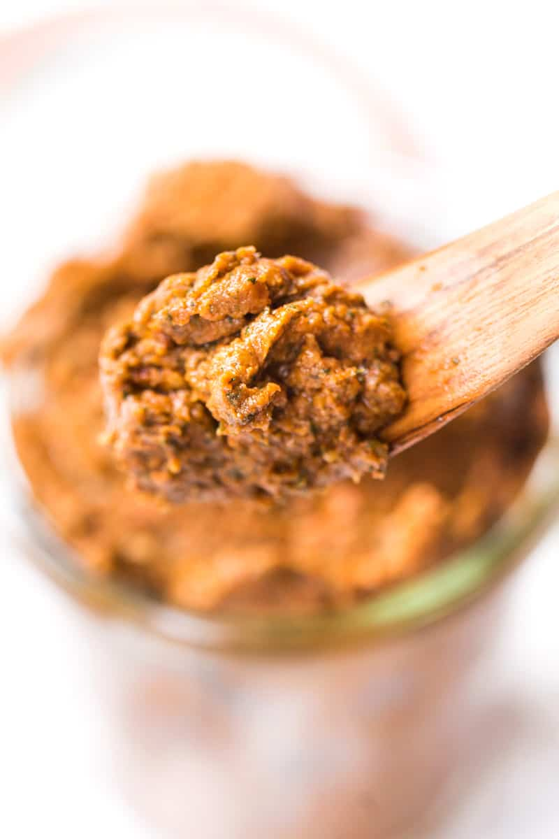 This AMAZING Sun Dried Tomato Pesto is a cinch to make at home, is a delicious pizza topping and is also VEGAN!