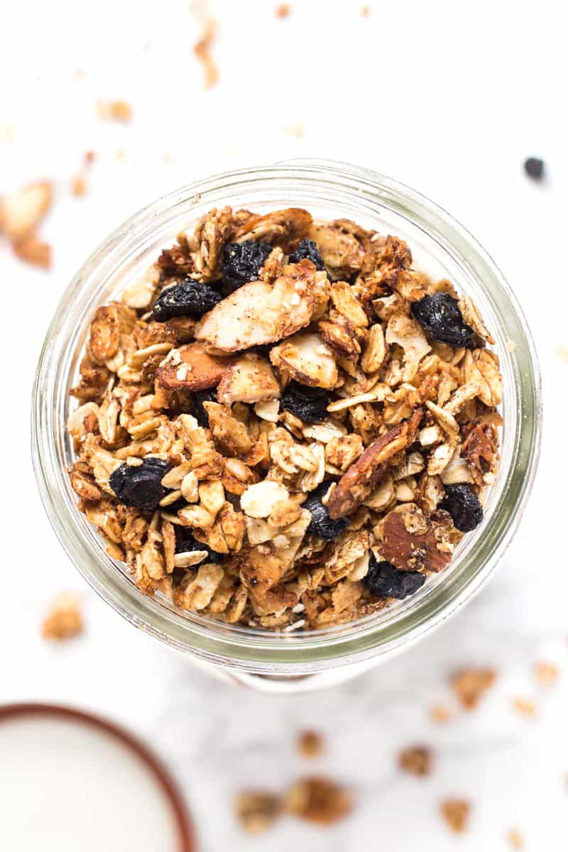 How to store granola THE RIGHT WAY! In large mason jars to keep it fresh & flavorful!