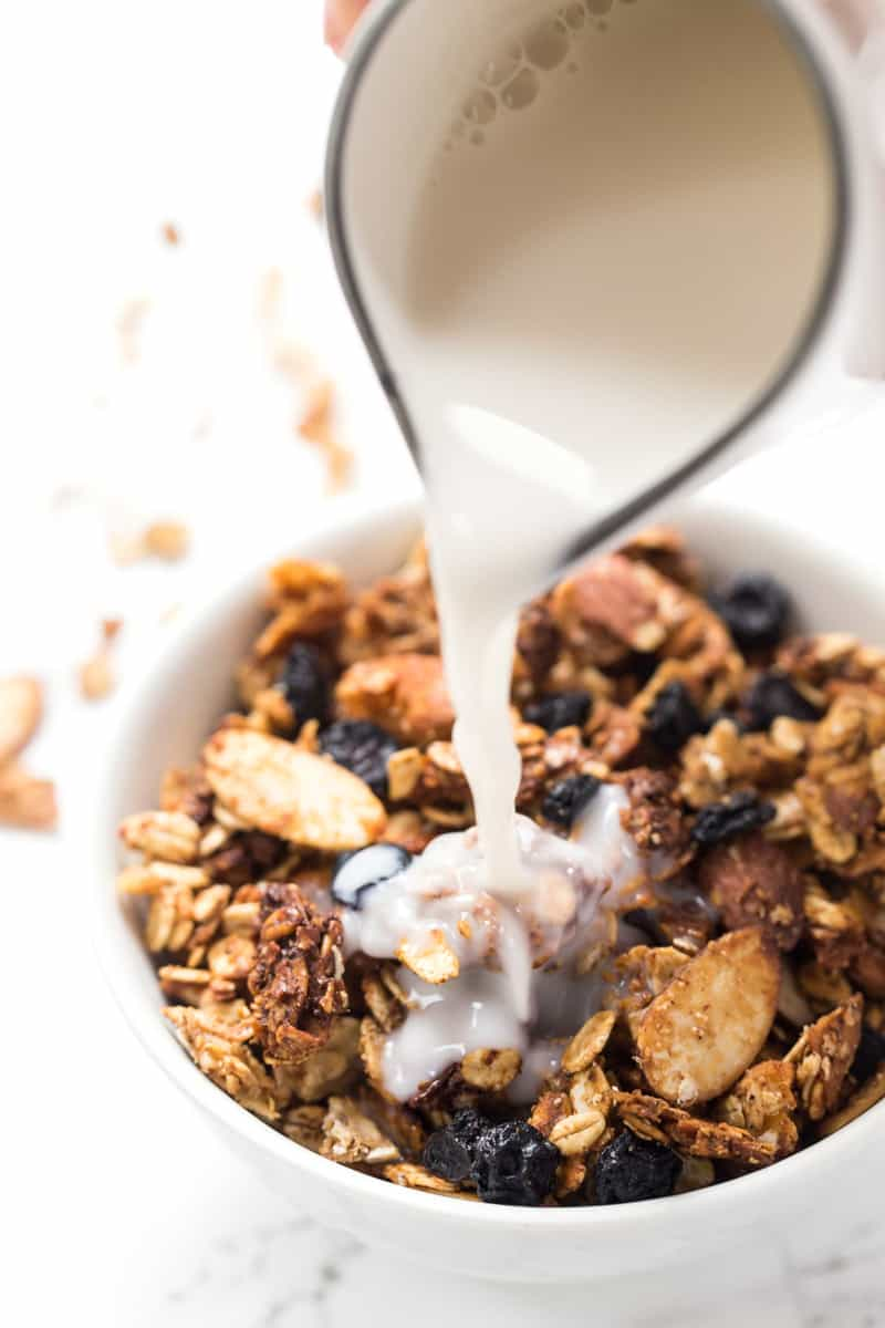 This AMAZING Honey Blueberry Quinoa Granola is the perfect breakfast treat! Packed with flavor, easy to make and SO HEALTHY! [gluten-free]