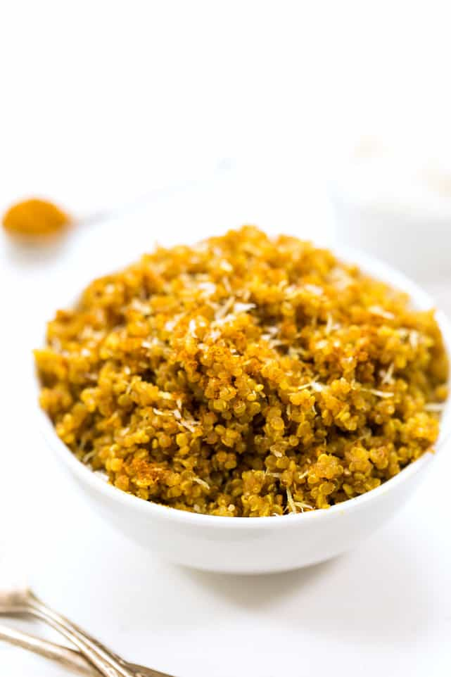 You've got to try this 5-INGREDIENT Coconut Curry Quinoa!! It's easy, healthy and tastes DELISH!
