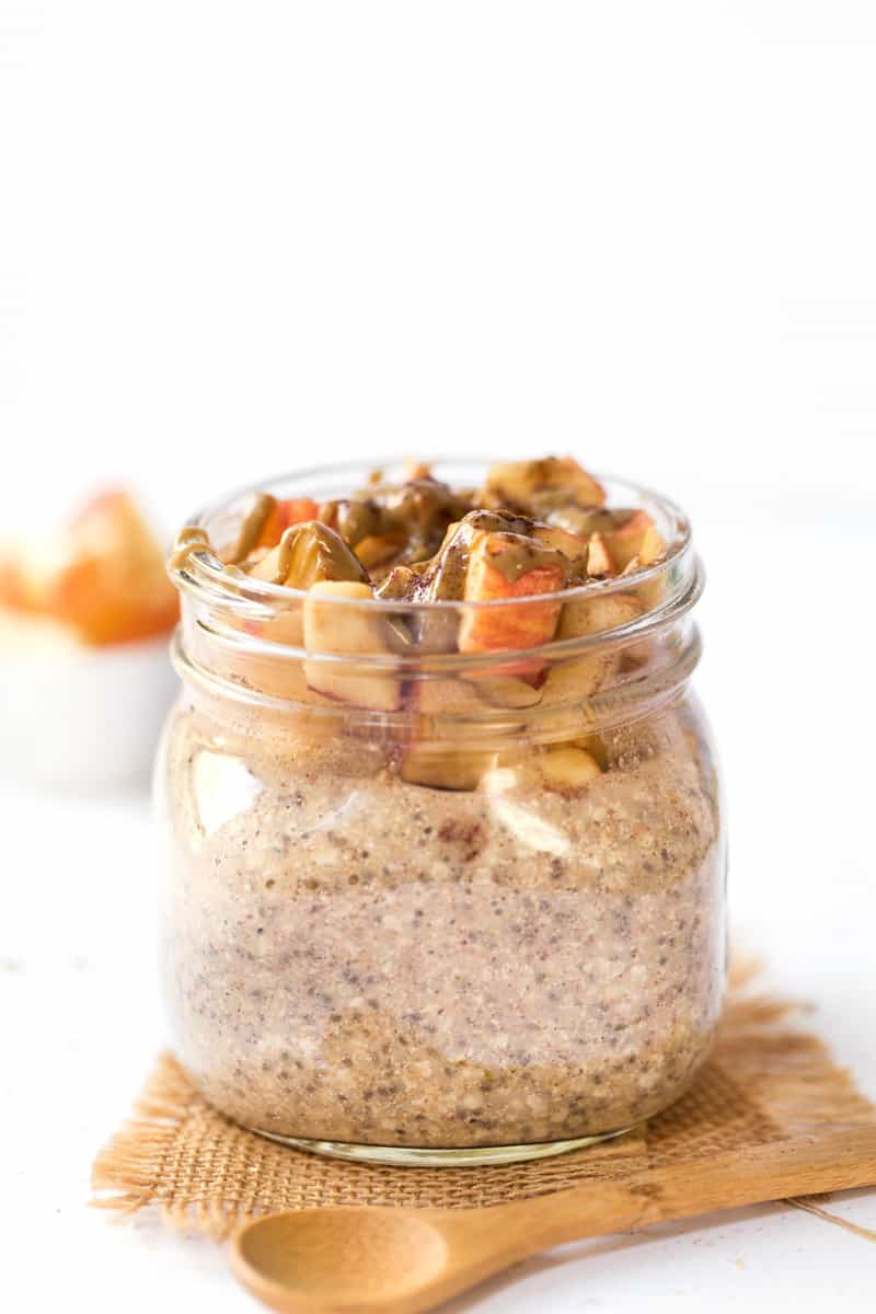 This AMAZING Apple Pie Overnight Quinoa is packed with protein, fiber and healthy fats to keep you FULL and ENERGIZED all day long!
