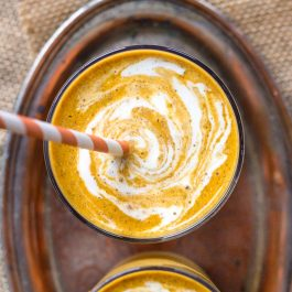 This VEGAN Pumpkin Cheesecake Smoothie is quick, healthy and oh so tasty!!