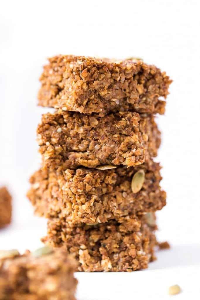 PUMPKIN QUINOA BREAKFAST BARS >> made with oats, quinoa, pumpkin, banana and just a few other HEALTHY ingredients! [vegan]