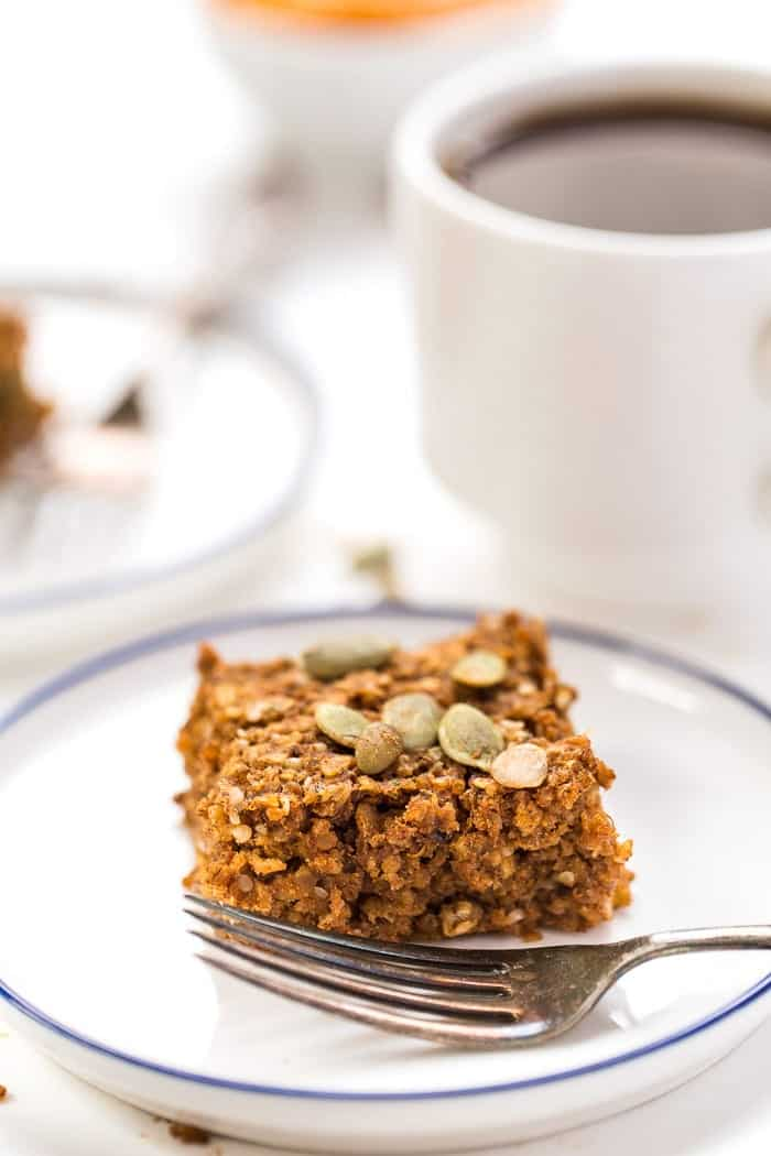 PUMPKIN QUINOA BREAKFAST BARS >> made with oats, quinoa, pumpkin, banana and just a few other HEALTHY ingredients! [vegan]