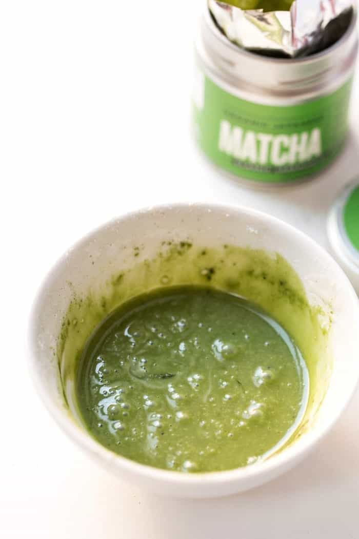 Naturally colored green icing using MATCHA powder!