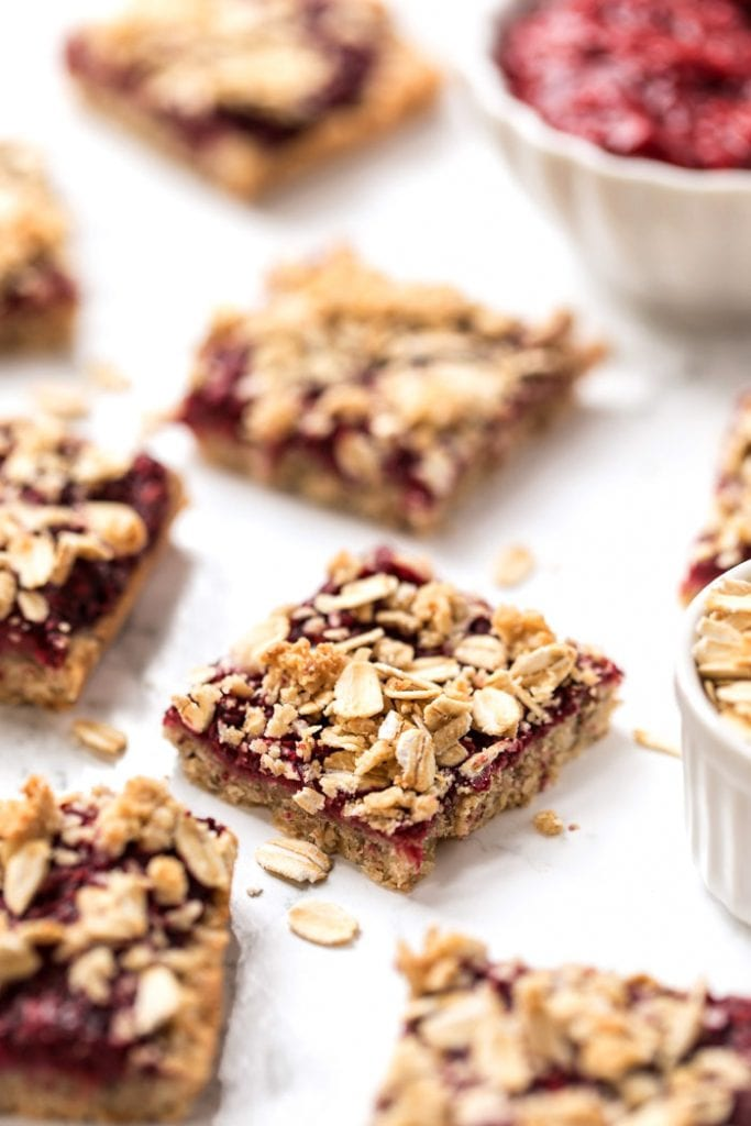 healthy & vegan raspberry oatmeal bars with a gluten-free topping