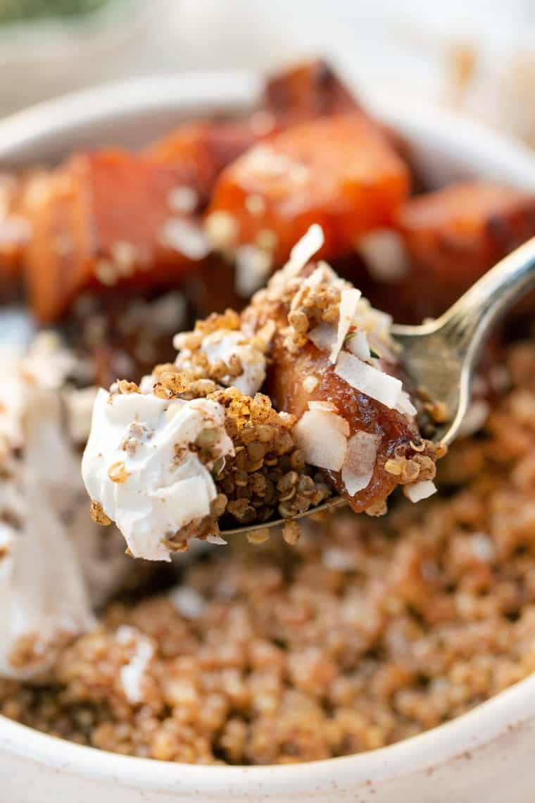 Quinoa Breakfast Bowls with Cinnamon and Yogurt