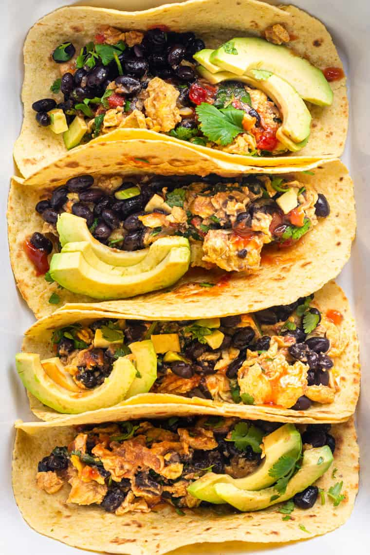 eggs taco recipe with black beans, spinach and salas