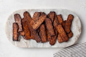 overhead of cooked tempeh bacon