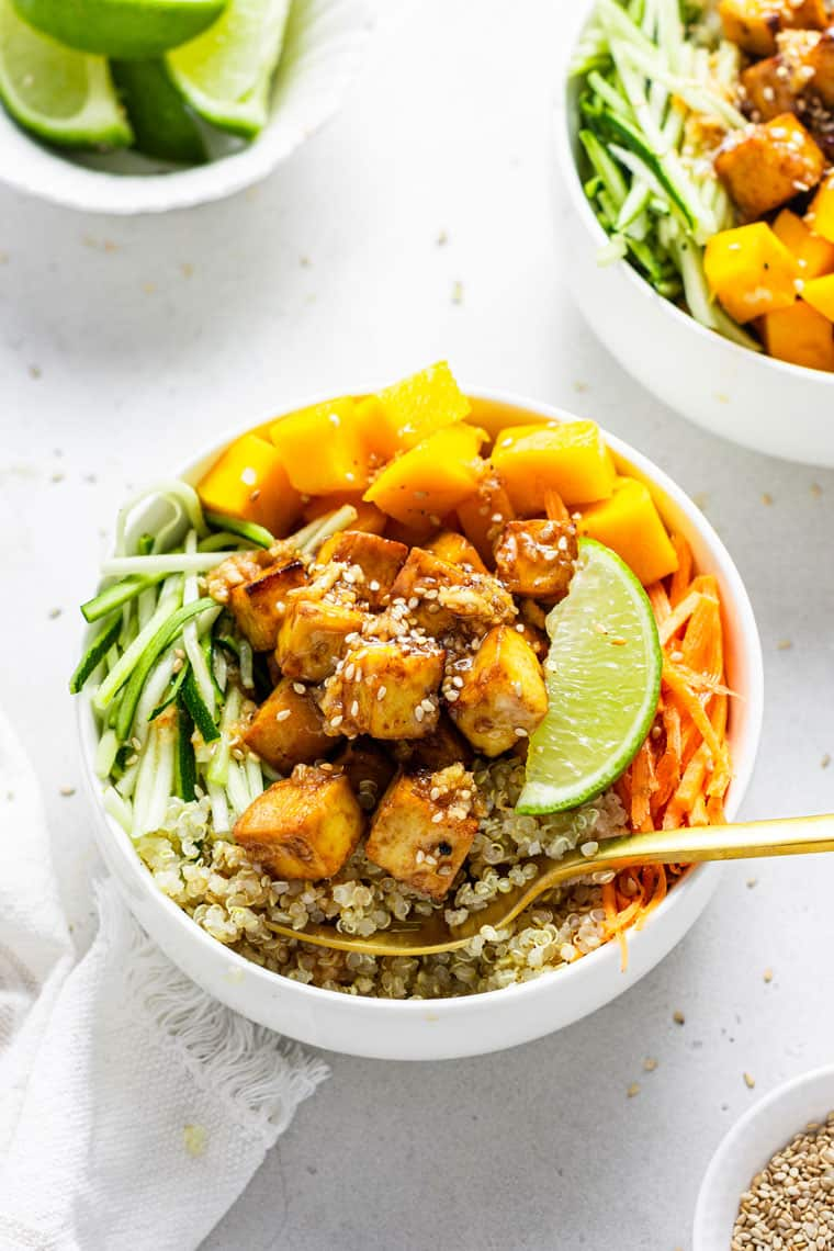 bowl of quiona, tofu and mango with vegetables