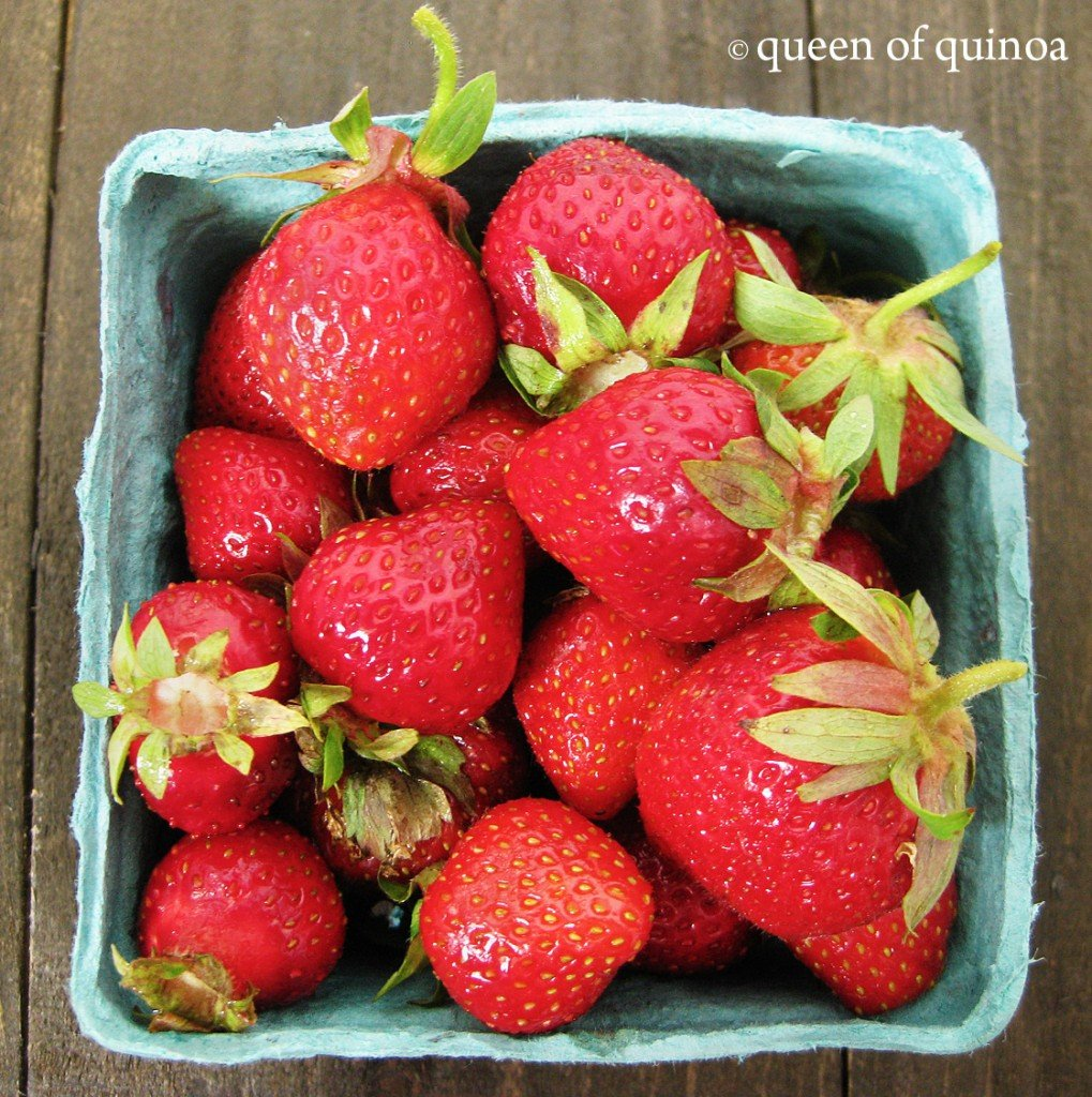 Strawberry & Peach Breakfast Quinoa | Gluten-free | Queen of Quinoa