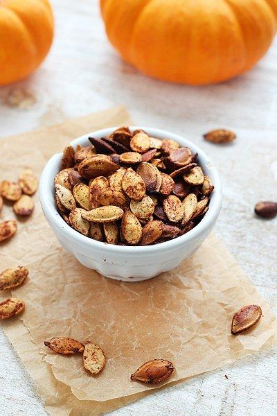 Pumpkin Pie Spiced Pumpkin Seeds | Queen of Quinoa