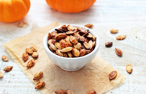 Pumpkin Pie Spiced Pumpkin Seeds | Queen of Quinoa