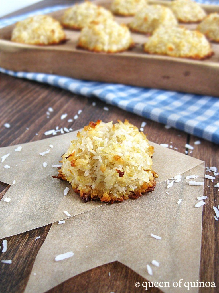 Coconut Quinoa Macaroons --> 25 ways to add quinoa to your cookies!