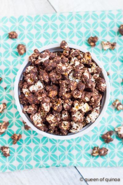 Spicy Chocolate Popcorn with Quinoa | @alyssarimmer | recipe on queenoquinoa.me