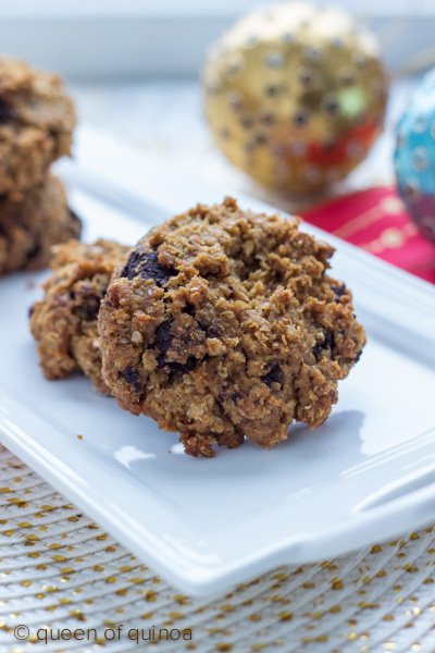 Vegan Chocolate Chip Cookies via Queen of Quinoa (@alyssarimmer)