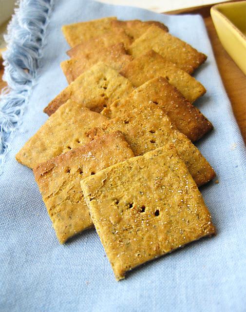 gluten-free-quinoa-crackers-with-hummus