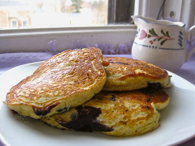 Warm blueberry pancakes for a perfect gluten-free breakfast
