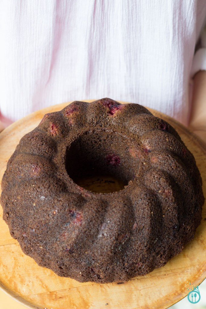 GoGo Quinoa Giveaway - Gluten-Free Dark Chocolate Cake (made with healthy ingredients!)